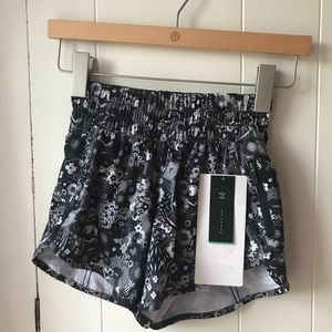NWT Lululemon Tracker Short V SEAWHEEZE- 2